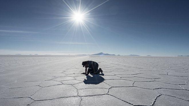 Litio en Bolivia: por qué el país con las mayores reservas de este valioso recurso tiene tantos problemas para explotarlo