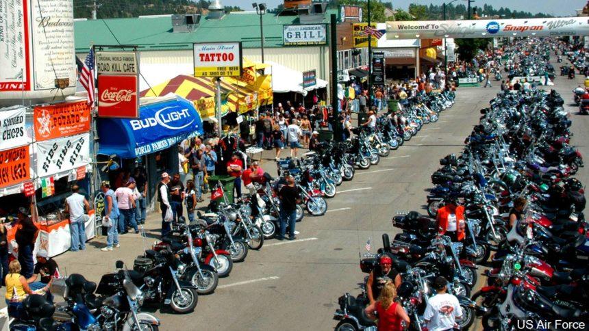 El ayuntamiento vota para seguir adelante con el Sturgis Motorcycle Rally, con restricciones
