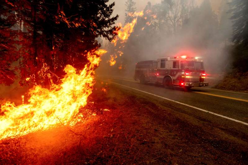 Incendios de California crecen y se mueven más que nunca