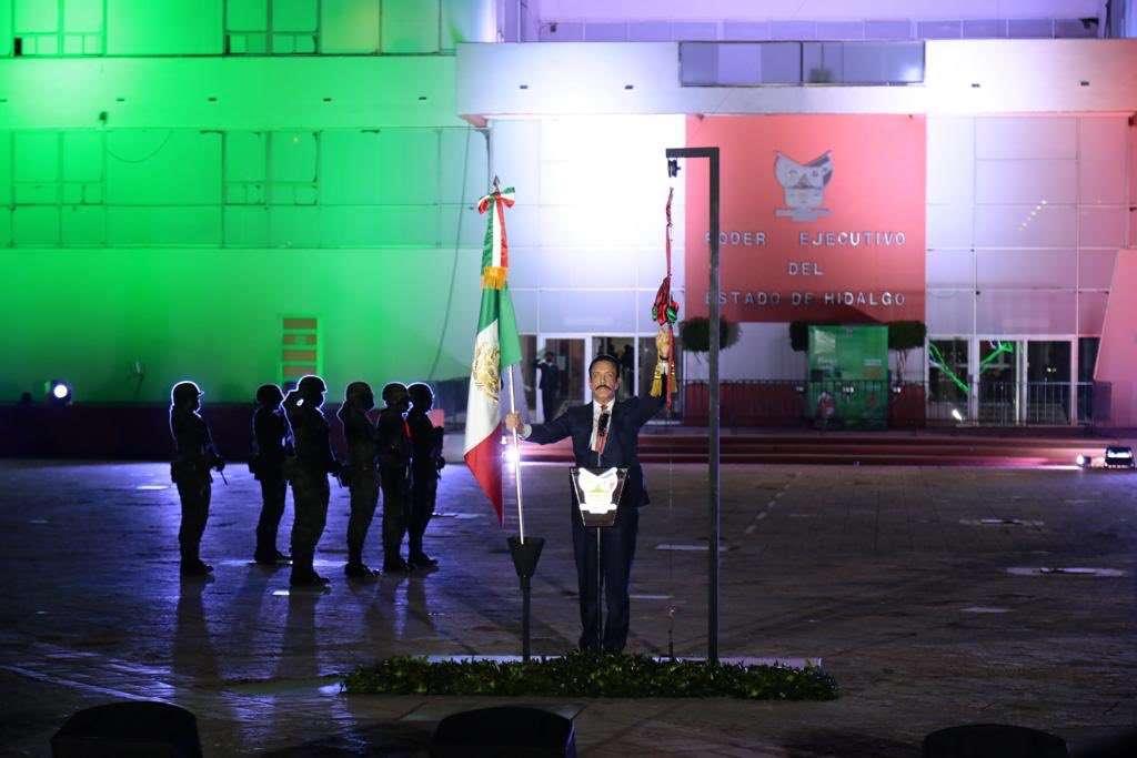 Rinden homenaje a médicos y enfermeras en Grito de Independencia de Hidalgo