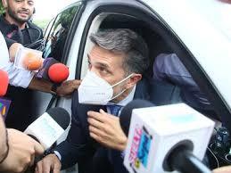 Sergio Mayer llega a Guadalajara para reclamar el cuerpo de Xavier Ortiz