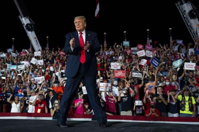 """Un mundo """"sin miedo"""" a la pandemia: el primer mitin de Trump desde su diagnóstico de coronavirus"""