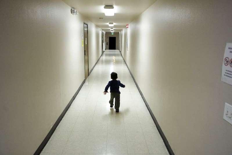 ¿Dónde están los padres de los 545 niños separados en la frontera? Un juez urge al Gobierno a encontrarlos