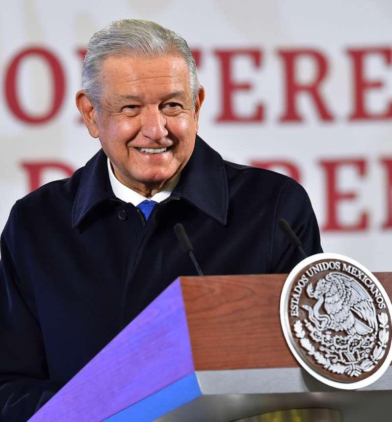 México defiende su estrategia ante el mundo tras 100.000 muertes por covid