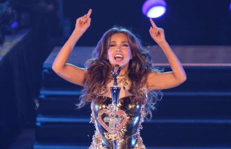 Thalía lanza una 'Feliz Navidad' bilingüe