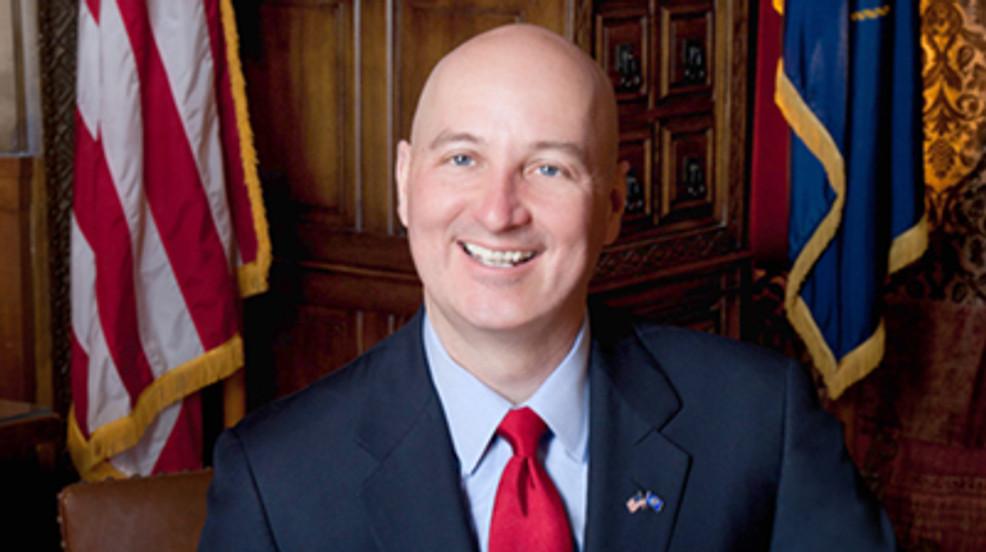 Gobernador de Nebraska y primera dama serán puestos en cuarentena después de posible exposición al COVID