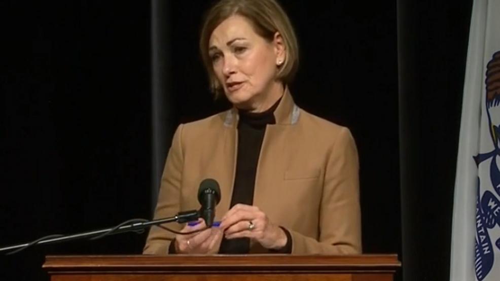 La gobernadora Kim Reynolds firma una nueva proclamación que modifica las medidas de salud pública