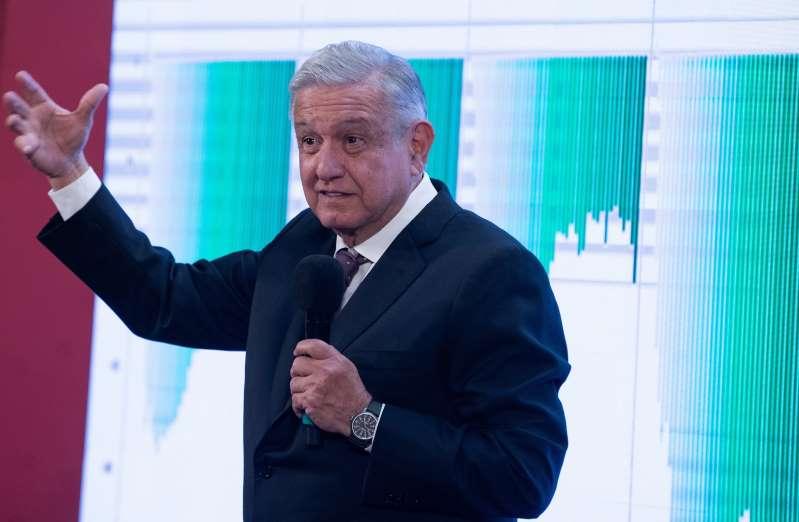 """López Obrador dice que la vacunación de covid será """"voluntaria"""" en México"""