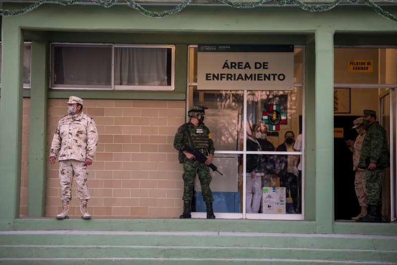 Arranca la vacunación de médicos en el norteño estado mexicano de Coahuila
