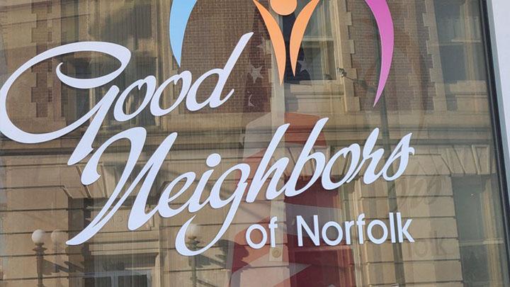 """""""Buenos vecinos de Norfolk"""" que buscan recaudar $ 60,000 para quienes luchan durante la pandemia"""