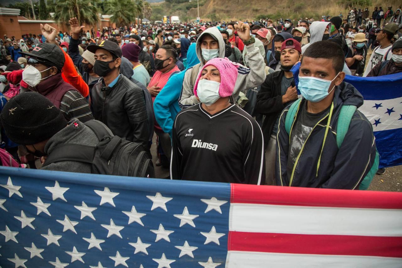 Caravana de migrantes hondureños emprende regreso a su país luego de represión en Guatemala