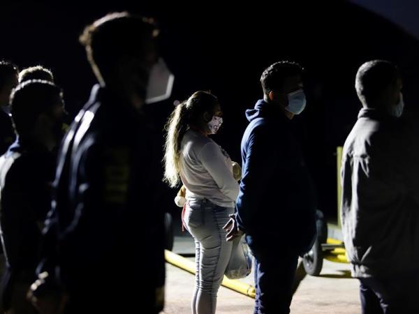 Chile expulsa a 138 migrantes colombianos y venezolanos.