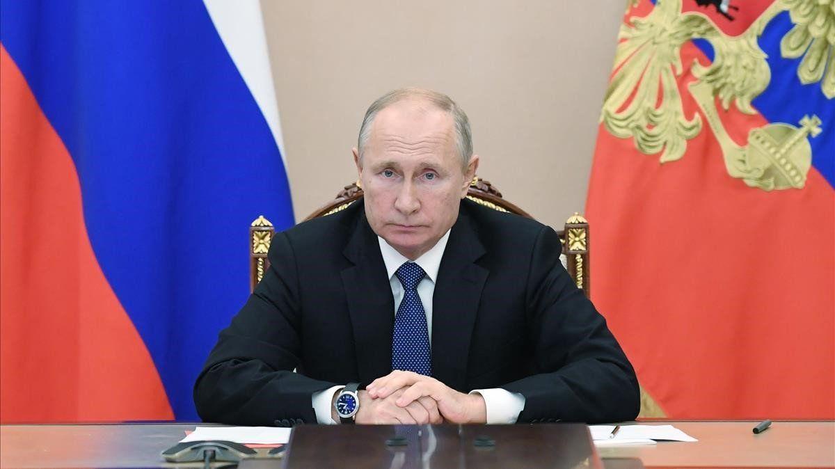 Putin se vacuna sin luz ni taquígrafos.